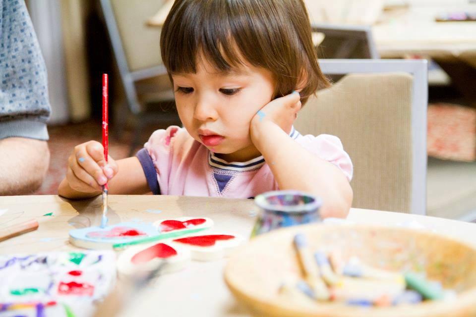 DYI how can kids paint holiday activities for christmas, art class, teacher, Spramani Elaun, nature of art for kids